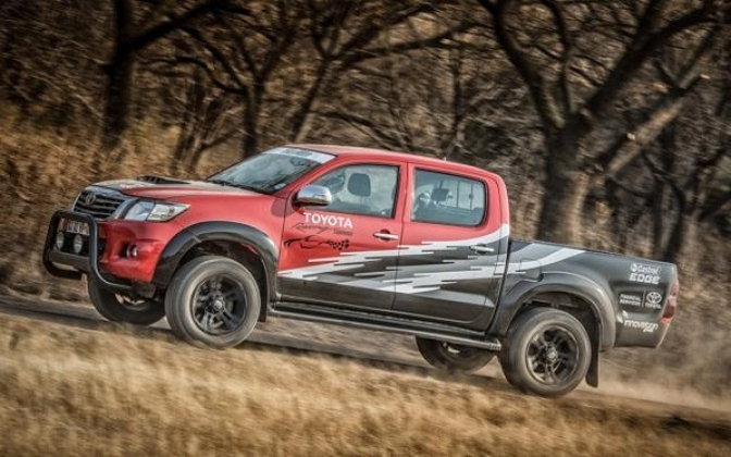 toyota-hilux-one-off-v8