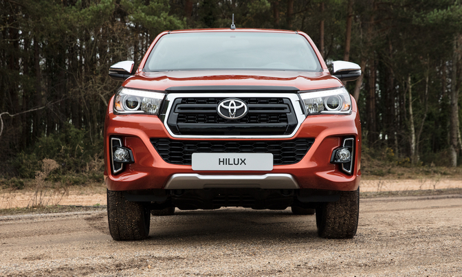 toyota-hilux-limited-2018_02