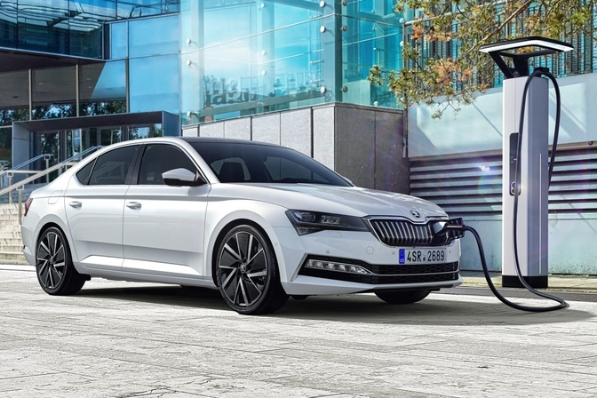 skoda-superb-facelift-plugin-hybrid_1