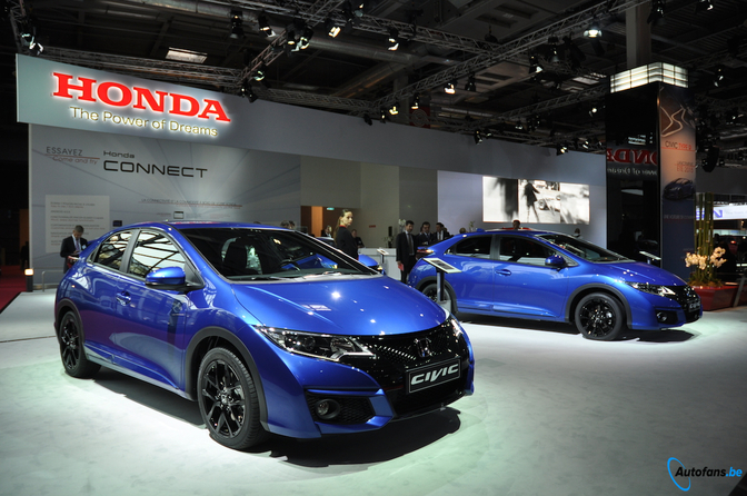 honda-civic-tourer-parijs-2014_04
