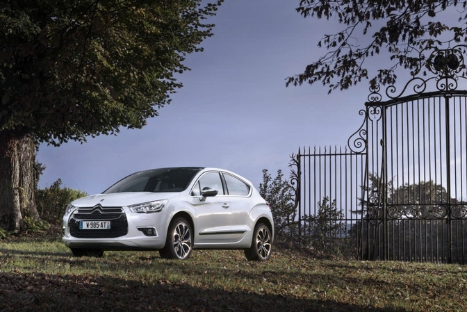 2015-citroen-ds4-gets-new-engines-including-a-180-hp-2-liter-diesel_1