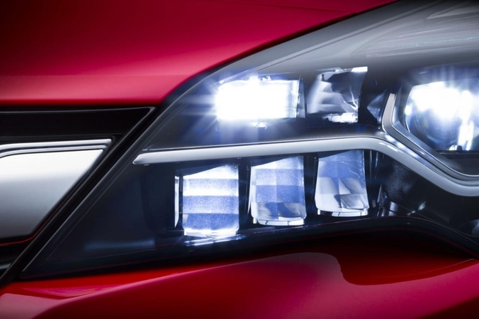 2016_opel_astra_intellux_matrix_led_verlichting
