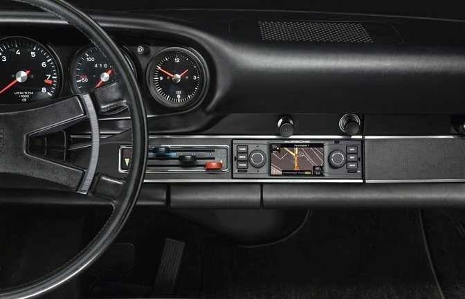 porsche-classic-is-offering-navigation-radio-for-classic-porsches-911_3