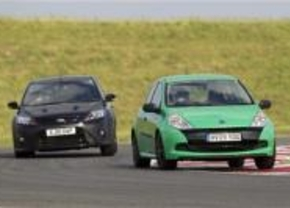 Ford Focus RS500 vs Renault Clio Cup