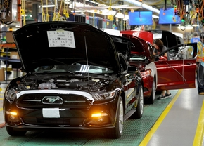 2015-ford-mustang-production-at-flat-rock-assembly-plant-michigan_01