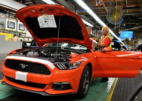 2015-ford-mustang-production-at-flat-rock-assembly-plant-michigan_02