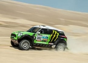 Stéphane Peterhansel wint Dakar 2013 in een Mini
