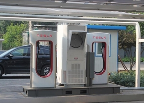 tesla-getting-their-first-supercharger-opened-in-beijing-82122_1