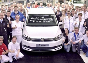 2015_vw-touran-production-start-0