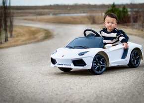 baby-boy-driving-car-wallpaper
