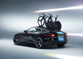 jaguar-f-type-service-car_01